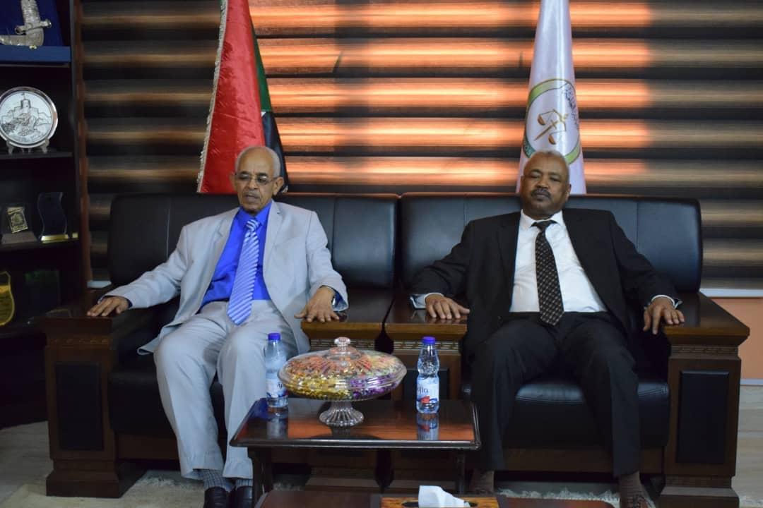 النائب العام يؤكد أهمية التعاون مع وزارة العدل