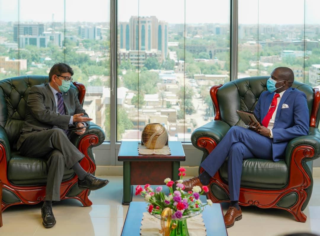 وزير العدل يجتمع إلى سفير ماليزيا بالسودان