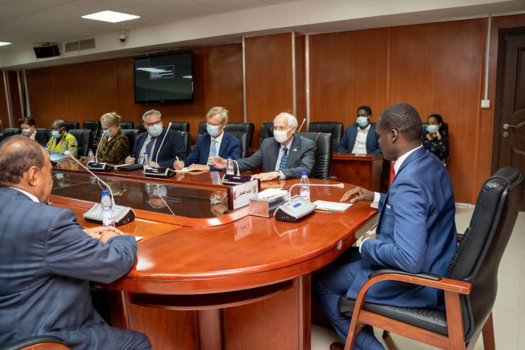 وزير العدل يجتمع مع مبعوثي دول الترويكا