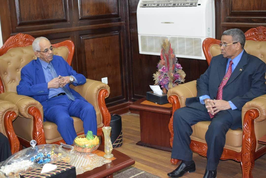 وزير العدل يلتقي مولانا / عبدالمجيد إدريس على رئيس القضاء