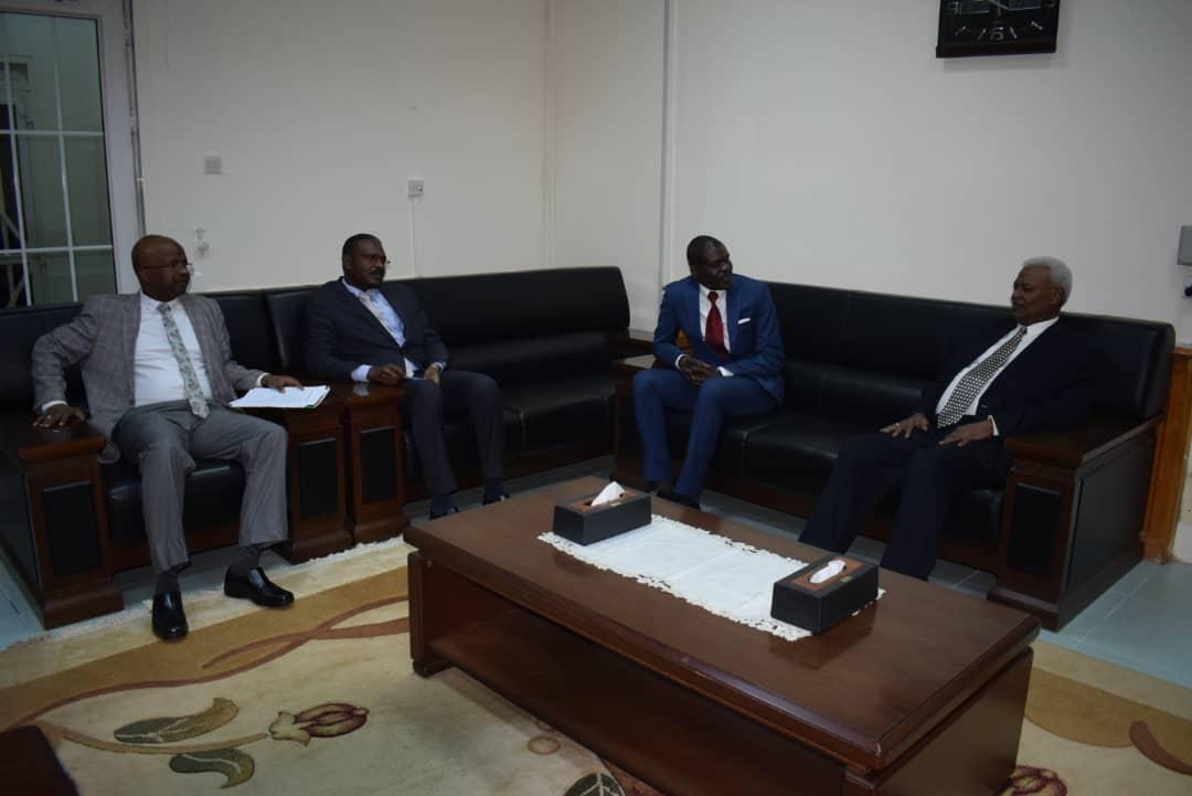 النائب العام يلتقي وزير العدل