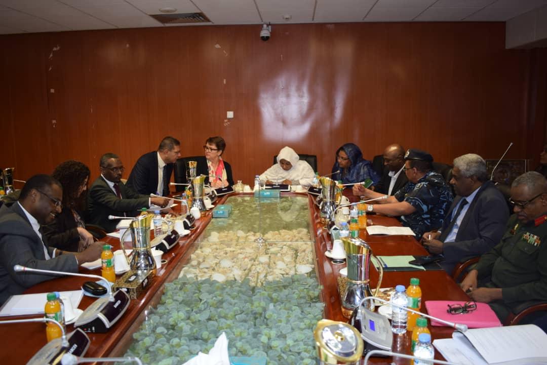 اللجنة الوطنية تجتمع بوفد مكتب الامم المتحدة المعنى بالمخدرات والجريمة