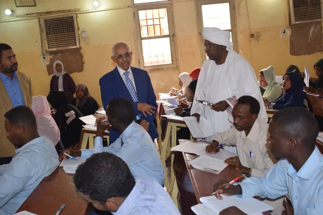 وزير العدل يتفقد سير امتحانات مهنة القانون.