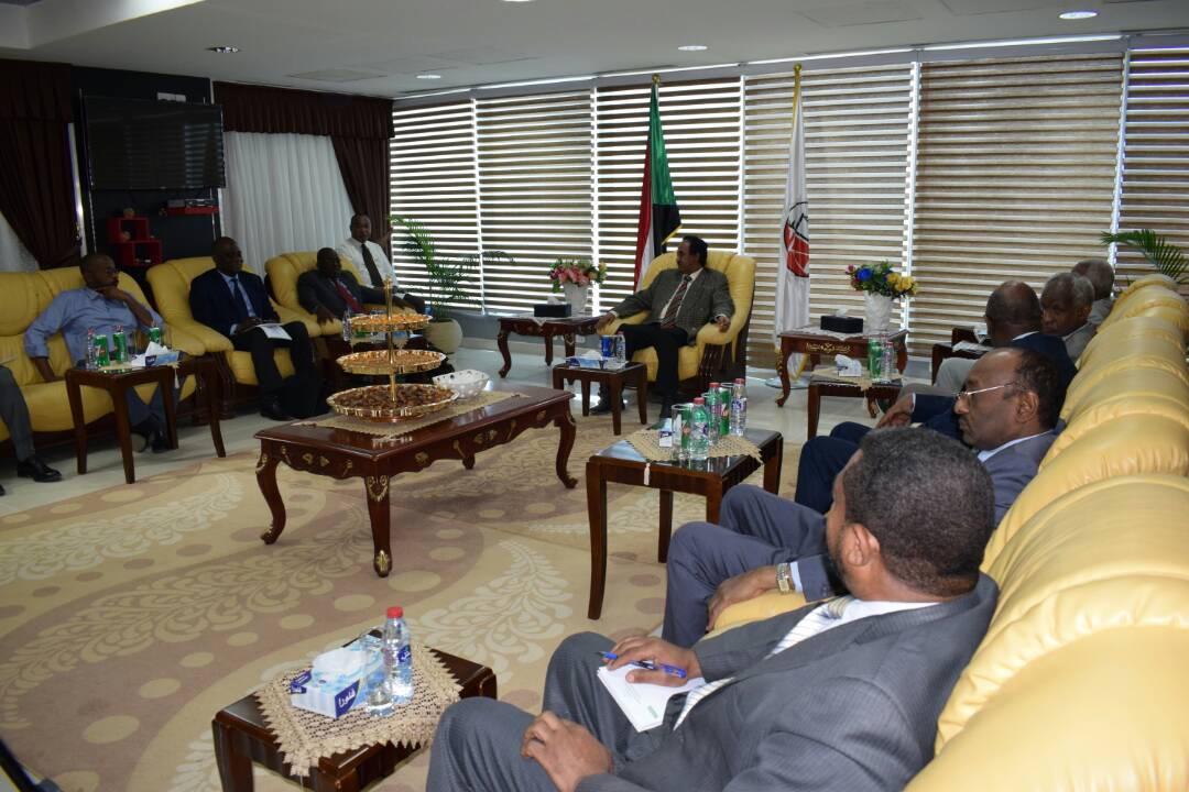 وزير العدل يلتقي الخبير المستقل لحقوق الانسان في السودان