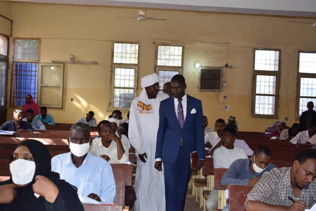 وزير العدل يؤكد اهتمام وزارته بطلاب القانون