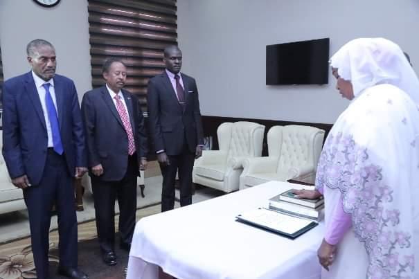 وكيل وزارة العدل تؤدي القسم امام السيد رئيس مجلس الوزراء