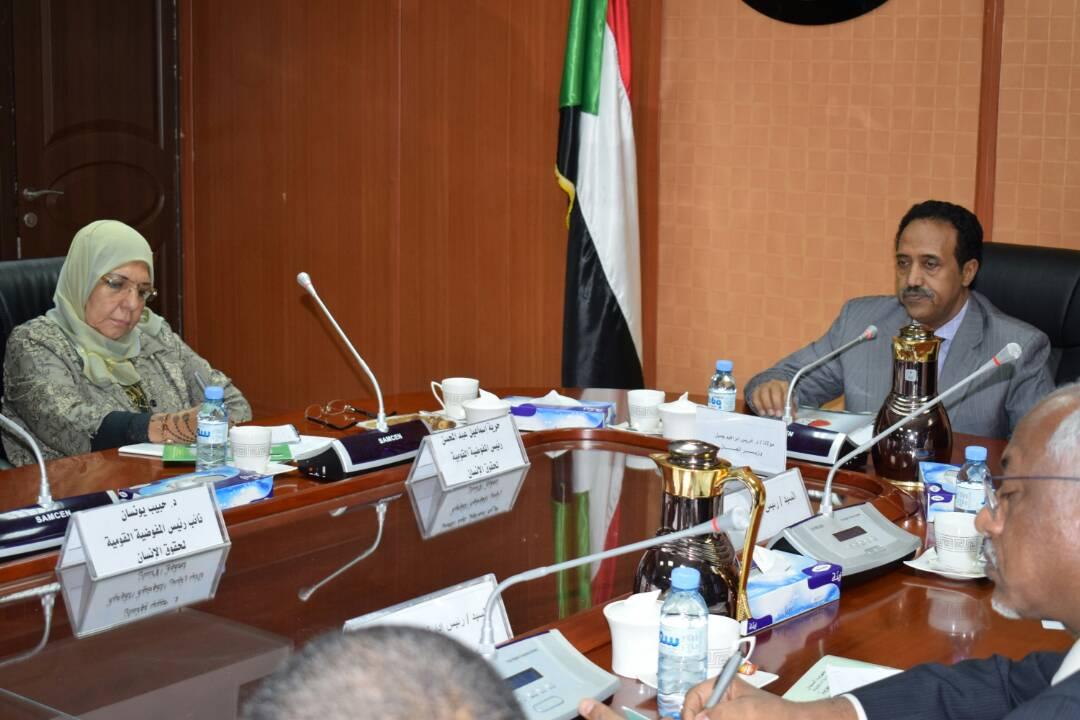 وزير العدل يلتقى برئيسة المفوضية القومية لحقوق الانسان