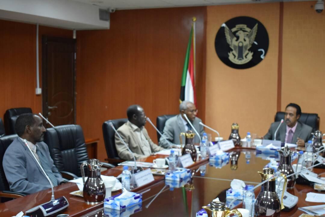 وزير العدل يلتقى  بوفد الاتحاد  العام لنقابات  عمال السودان