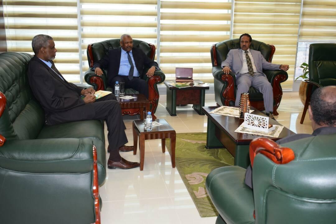 وزير العدل يلتقى بالنائب العام