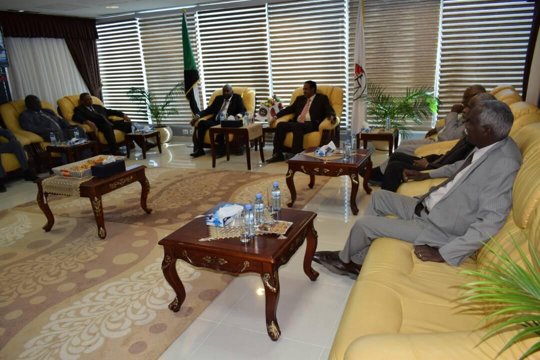 وزير العدل يلتقي بوفد السلطة القضائية برئاسة رئيس القضاء