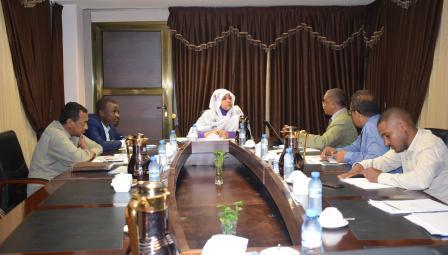 وزيرة الدولة بالعدل  تترأس إجتماع لجنة العنف الطلابى