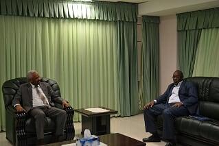 النائب العام يلتقي والي جنوب دارفور والوالي يعلن استعداد ولايته للتعاون مع النائب العام
