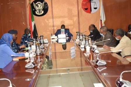 جانب من إجتماع السيد الوزير مع اللجنه الأمنية