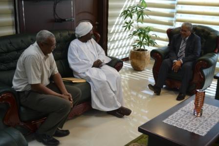 وزير العدل يلتقي منظمة الشفافية السودانية ، ويتسلم تقرير النزاهة الوطني للسودان لسنة 2016
