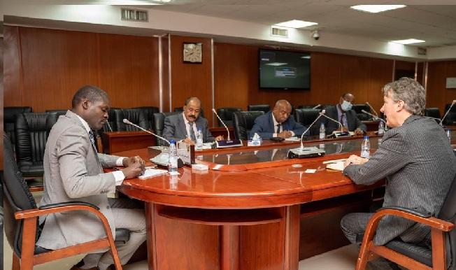 وزيرالعدل يلتقي القائم بالاعمال بسفارة بريطانيا بالخرطوم والمبعوث الخاص للقرن الافريقي والبحر الاحمر