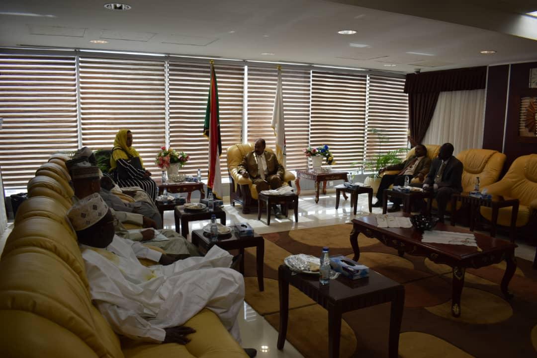 تعاون بين دولة نجيريا ووزارة العدل في المجال القانوني