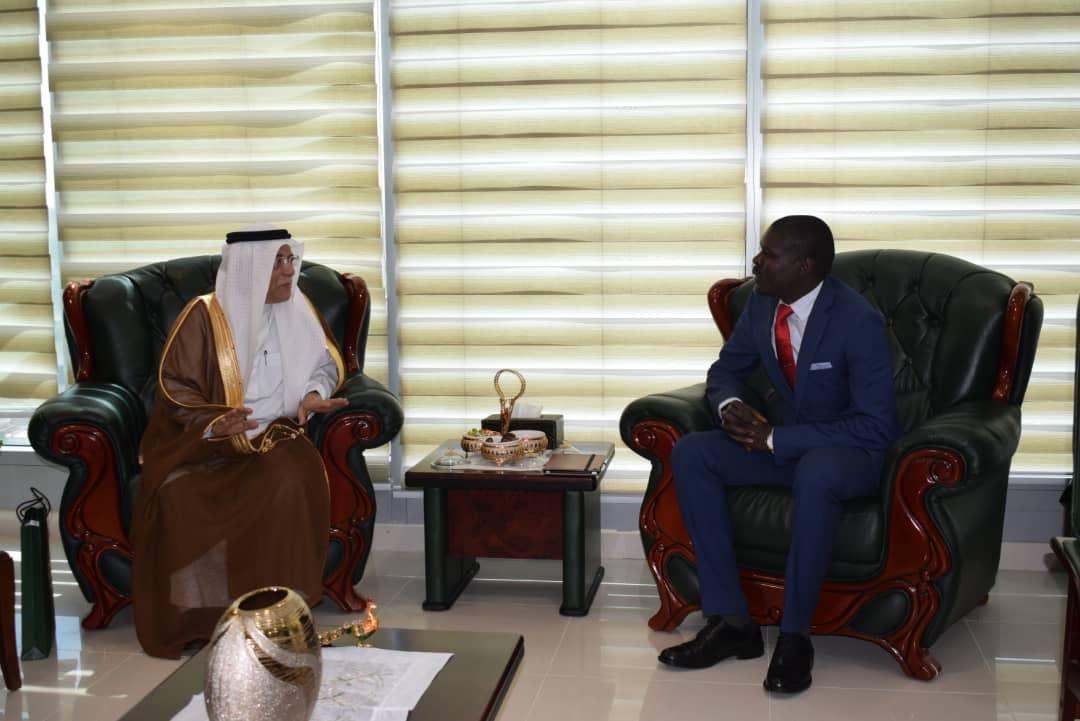 وزير العدل يلتقي بالسفير السعودي