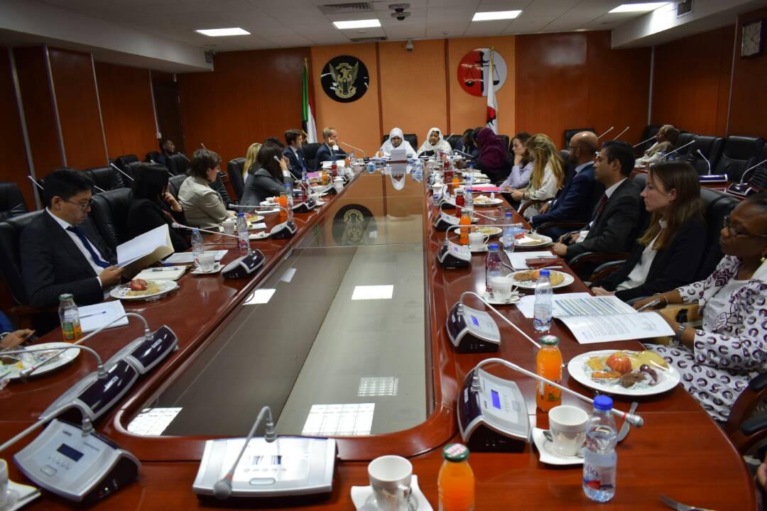 وزير الدولة بوزارة العدل تلتقى بوفد مجلس الامن المعنية بالاطفال في مناطق النزاعات