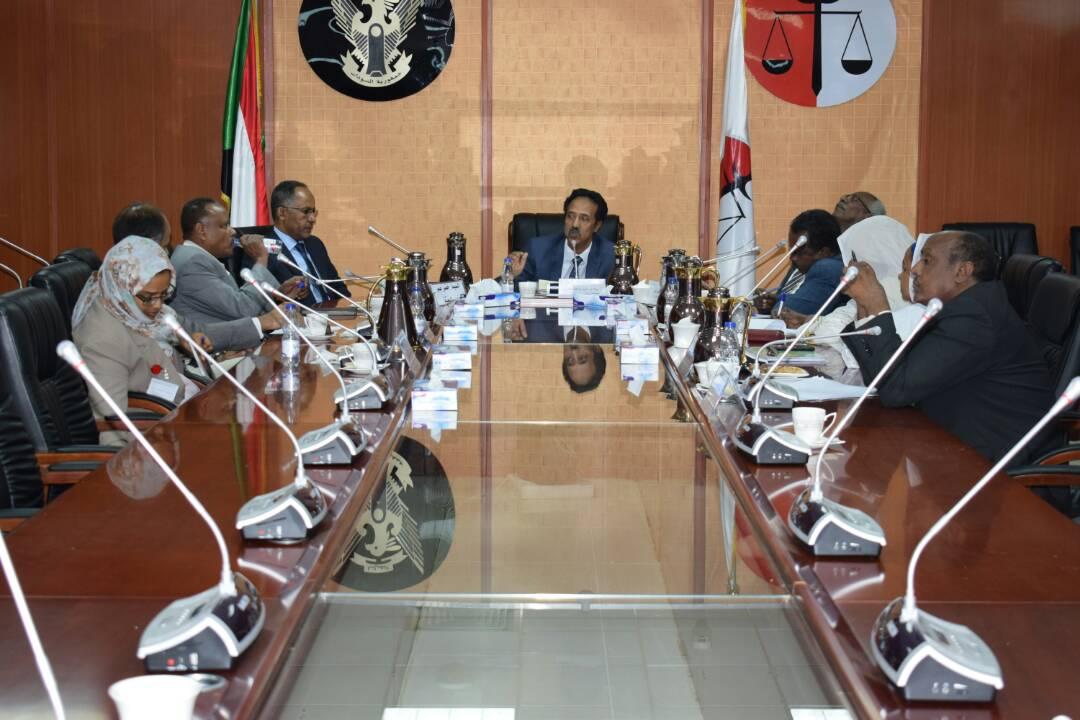 وزير العدل رئيس اللجنة الوطنية للقانون الدولى الانسانى يلتقى بوفد اللجنة الدولية للصليب الاحمر