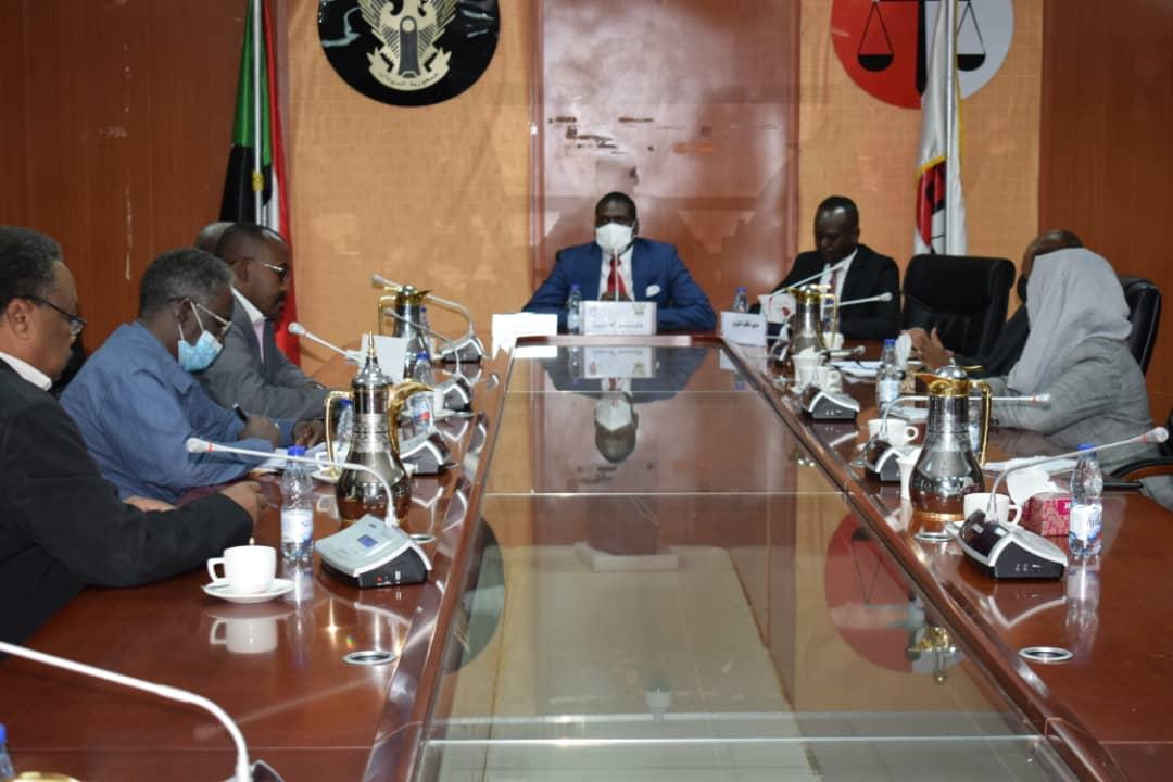 وزير العدل يلتقي بوفد جيش حركة تحرير السودان—جناح مناوي